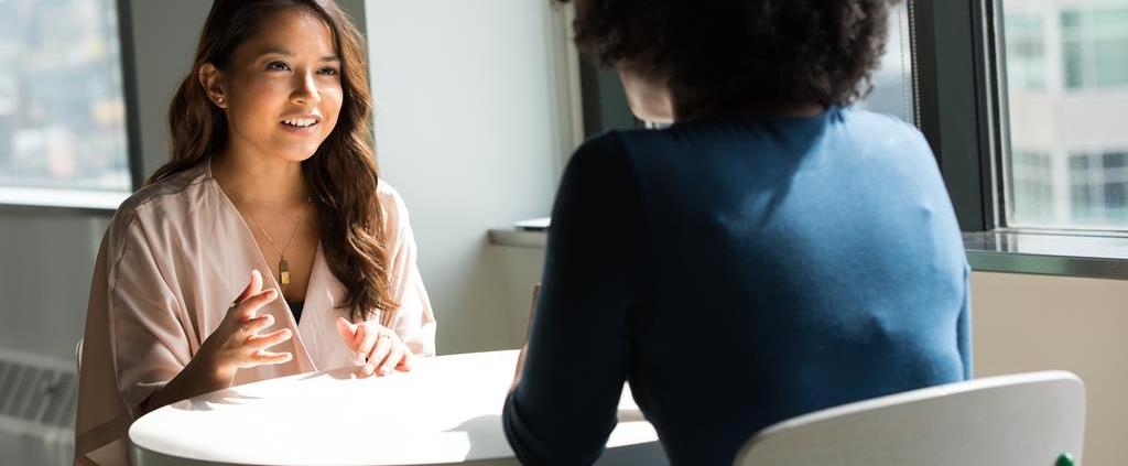 caso você não se sinta à vontade para conversar com amigos e familiares, você pode optar por procurar a ajuda de um psicólogo